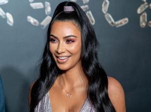Terserang Penyakit Kulit, Kim Kardashian Tunjukkan Wajah Tak Sempurna