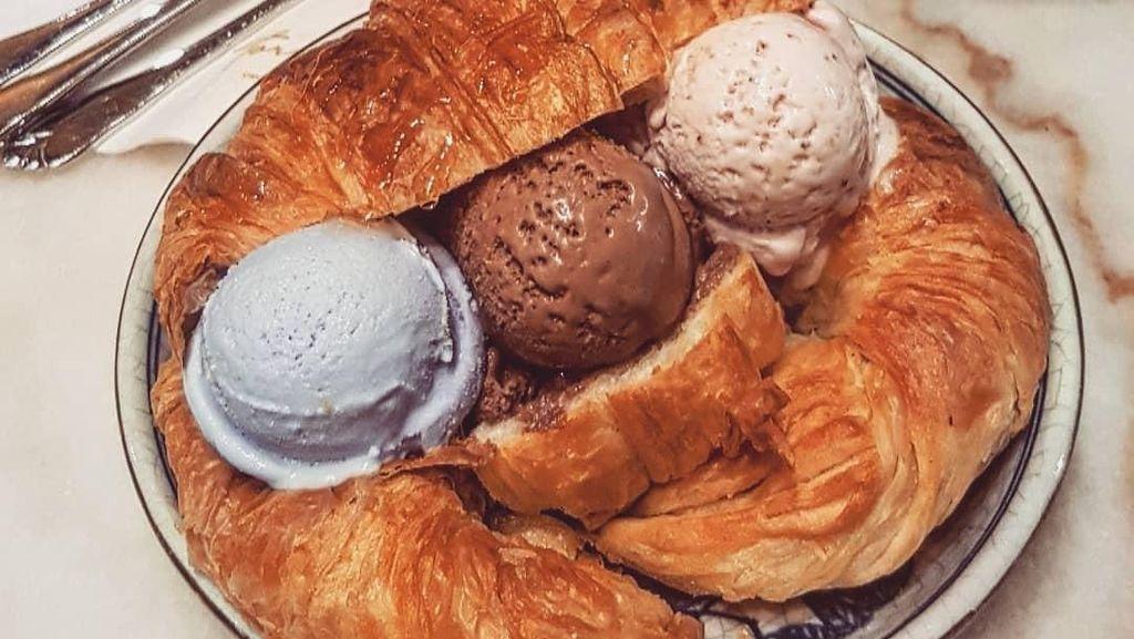 Nyamm! Croissant Makin Enak Dipadukan Es Krim Aneka Rasa