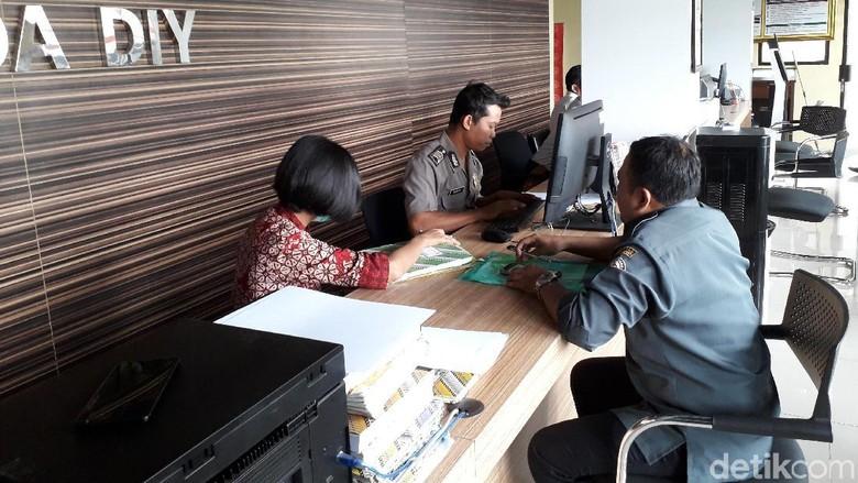 Pose Pantat Ketua Gerindra Gunungkidul yang Dipolisikan Bawaslu