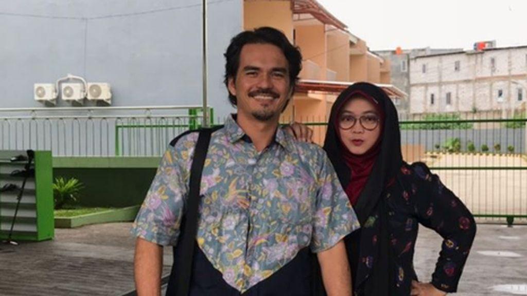 Intip Kebersamaan Teddy Syah dan Istri Setelah 19 Tahun Menikah