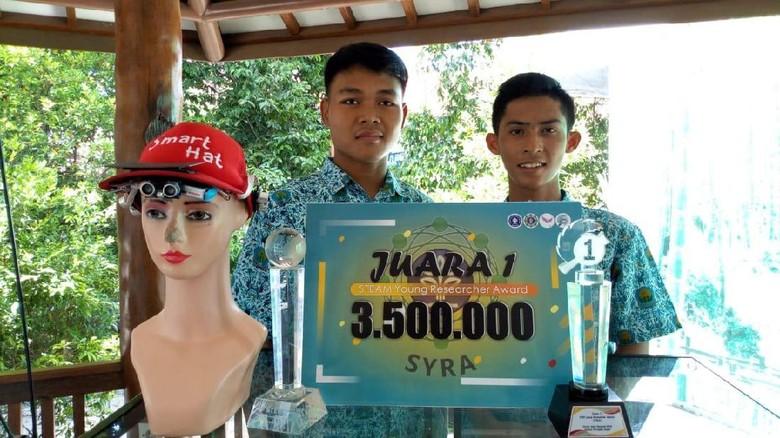 Keren, Siswa SMA Bikin Topi Pintar Pengganti Tongkat untuk Tunanetra