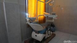 Meskipun di pedalaman dan tidak teraliri listrik PLN, Puskesmas Beamese di NTT memiliki peralatan yang cukup lengkap.