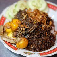 Pedas Berempah Nasi Bebek Madura yang Mantap Mengenyangkan