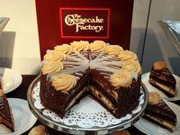 Rayakan Ulang Tahun ke 40, Toko Ini Bagikan 40.000 Cheesecake Gratis