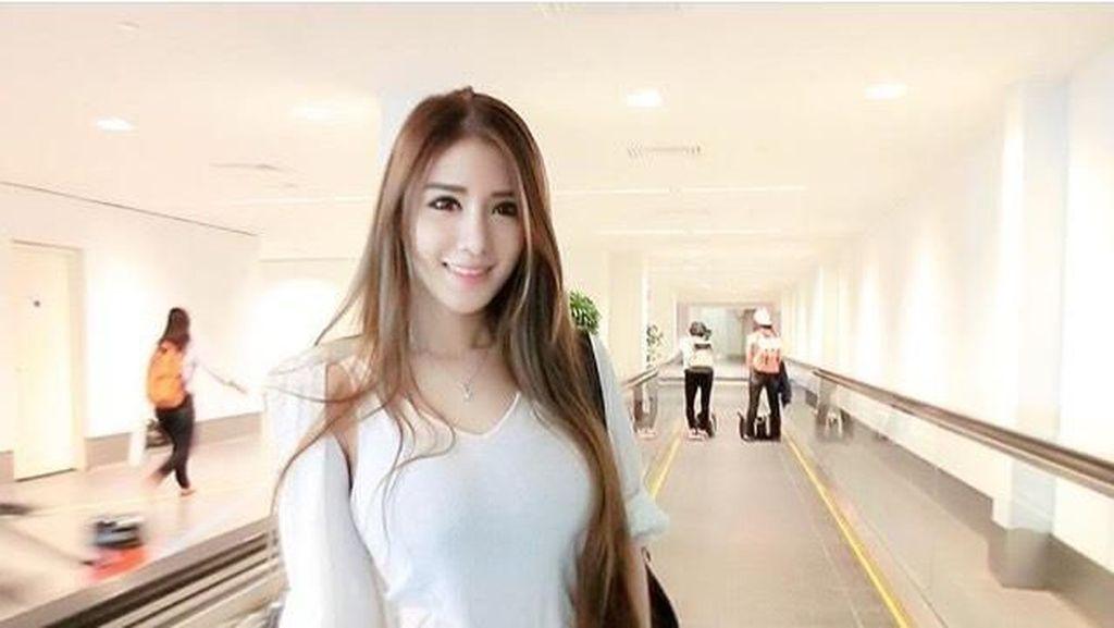 Tersihir Pesona Cantiknya Mantan Pramugari Air Asia yang Kini Jadi Model