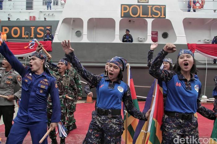 Korps Kepolisian Air dan Udara (Korpolairud) Baharkam Polri merayakan HUT Ke-68. Para Polwan Polairud pun unjuk kebolehan dalam acara tersebut.