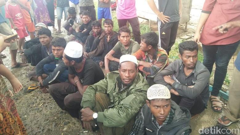 Muka-muka Lusuh 20 Imigran Rohingya yang Terdampar di Aceh