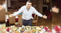 Siapa Mau Cicip Burger Jumbo Buatan Chef Turki yang Manis Ini?