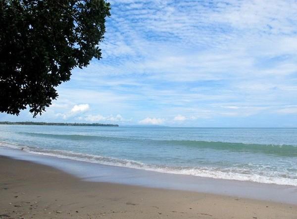 Menyebut pantai di kawasan Anyer, nama Pantai Carita tentunya masuk dalam daftar. Inilah salah satu pantai yang populer di Anyer sejak dulu sampai sekarang (detikTravel)