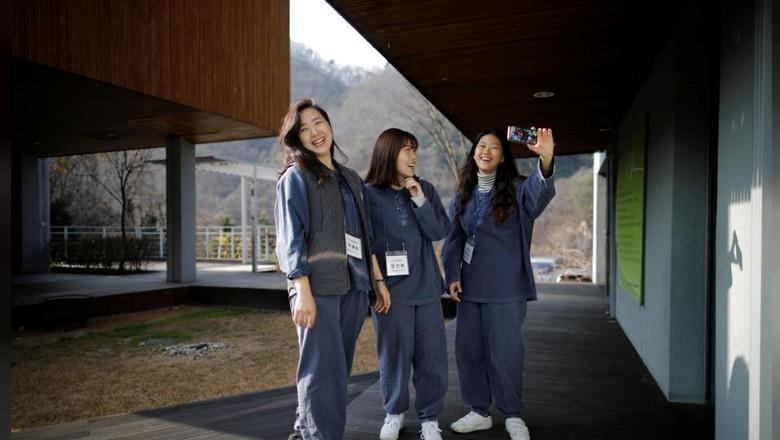 Hotel Prison Inside Me (Kim Hong Ji/Reuters)