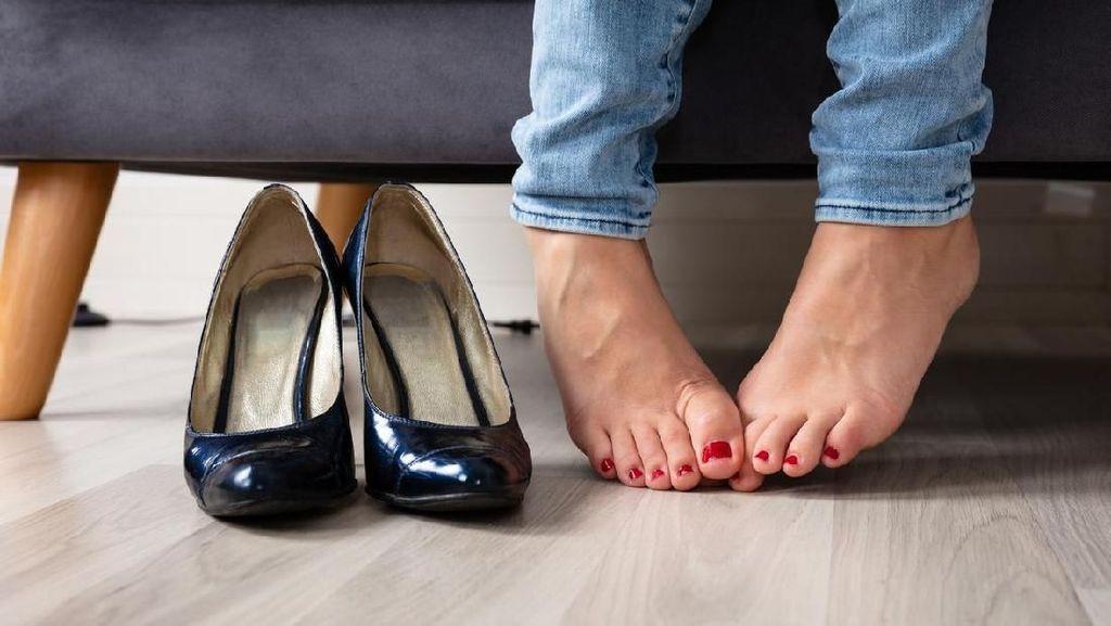 Stres Tak Teratasi, Pria Ini Nekat Cabuli Sepatu Wanita