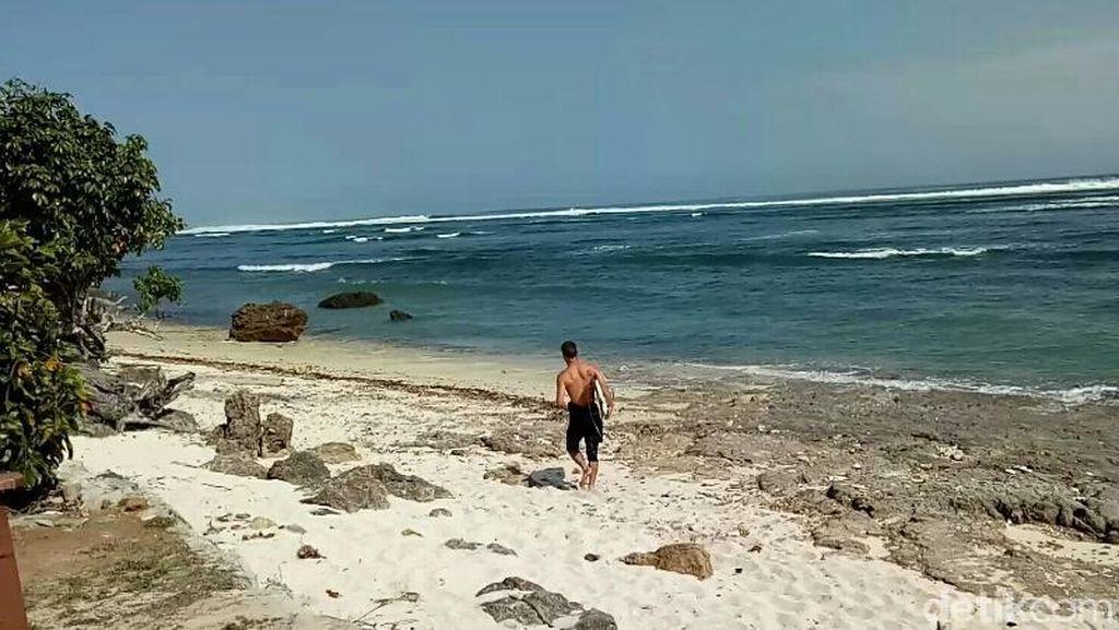 Surga Surfing Tersembunyi di Banyuwangi, Pantai Plengkung