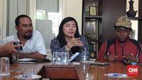 Aktivis Papua Veronica Koman (tengah)