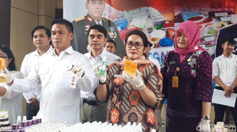 Polisi Amankan Kosmetik Ilegal yang Endorse 6 Artis Indonesia