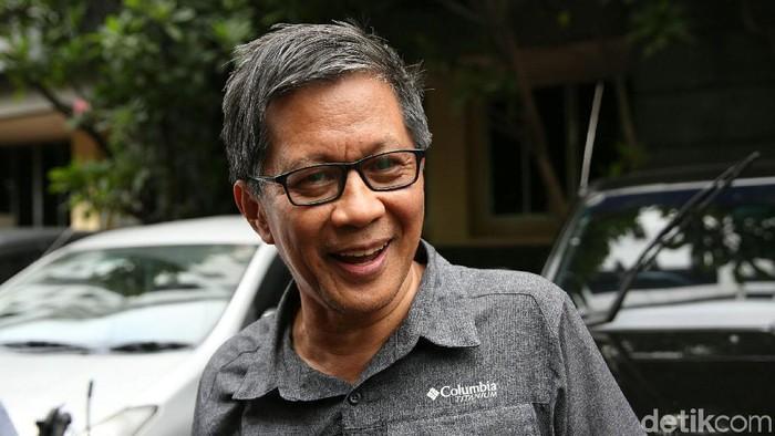 Akademisi Rocky Gerung memenuhi panggilan polisi terkait kasus dugaan hoax penganiayaan Ratna Sarumpaet, Selasa (4/12/2018). Rocky datang ke Polda Metro Jaya dengan didampingi pengacaranya.