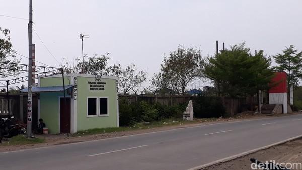 Baru beberapa bulan terakhir dibangun tempat sampah dan pos jaga lingkungan (M Iqbal/detikTravel)
