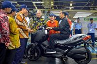 Jokowi Naik Xmax.