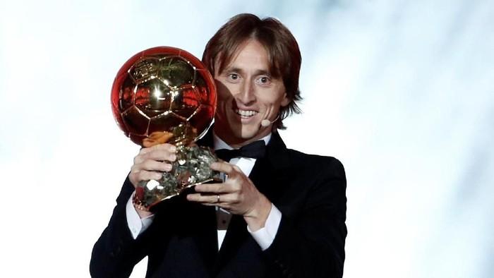 Ketika Luka Modric jadi pemenang Ballon dOr 2018. Foto: Benoit Tessier/Reuters