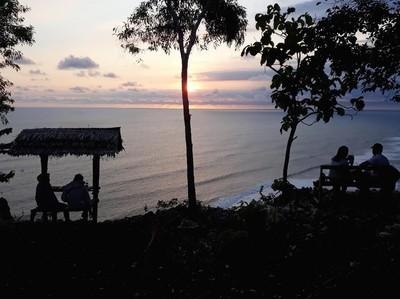 Bukit Romantis Buat Penikmat Senja di Gunungkidul
