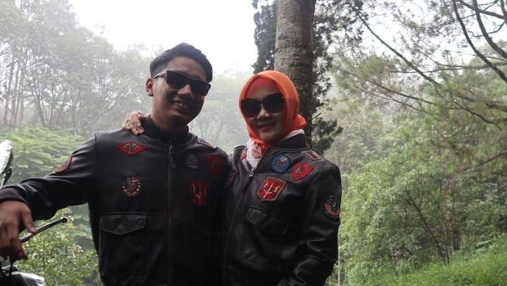 7 Foto Kedekatan Istri Ridwan Kamil dan Putra Sulungnya