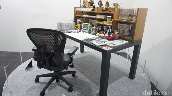Ini replika meja Eiichiro Oda yang digunakannya untuk menggambar manga One Piece (Afif Farhan/detikTravel)
