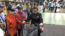 Prabowo Naik Motor yang Juga Dinaikki Jokowi di Pabrik Yamaha