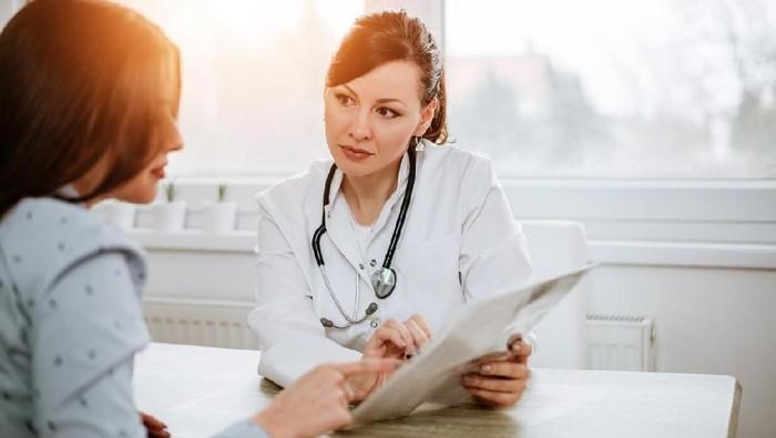 Menahan informasi kepada dokter bisa menyebabkan penanganan kurang maksimal. (Foto: iStock)