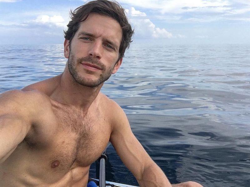 Namanya Oliver Baggerman, model berparas tampan ini berasal dari Spanyol. Dia suka traveling lho. (oliverbaggerman/Instagram)