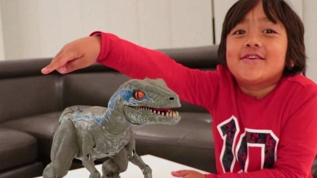Raup Penghasilan Rp 314 M, Bocah 7 Tahun Jadi YouTuber Terkaya
