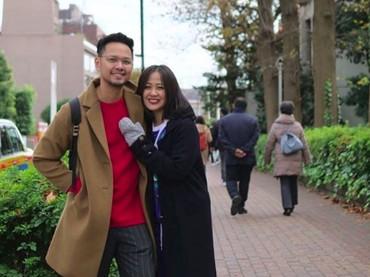 Astrid menikah dengan Arlan Djoewarsa pada November 2011. Mereka baru saja merayakan ulang tahun pernikahan ke-7 dan tetap mesra. (Foto: Instagram/astridbasjar)