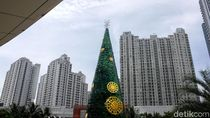 Pohon Natal Raksasa Mejeng di Pusat Perbelanjaan Ibukota