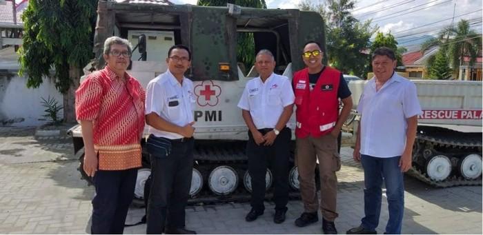 Penyerahan bantuan ke Palang Merah Indonesia di Palu, Sulawesi Tengah (Foto: dok. Ajinomoto)