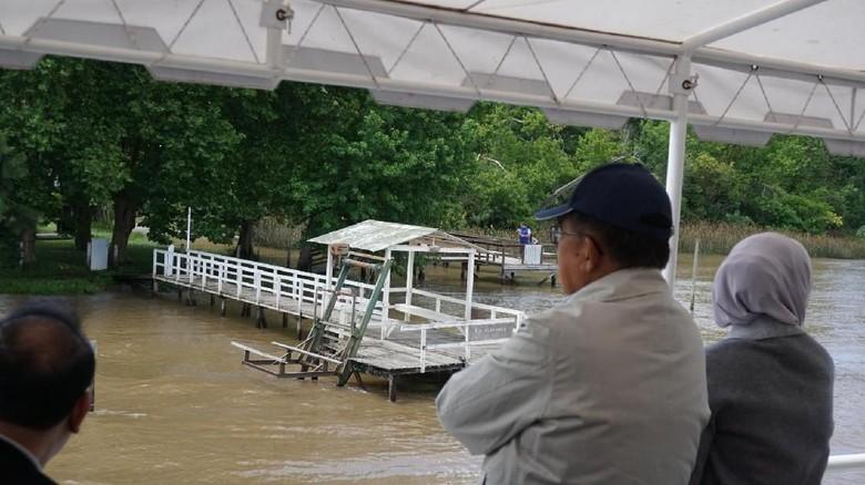 Potret Kemesraan JK dan Istri Menyusuri Sungai Rio Sarmiento