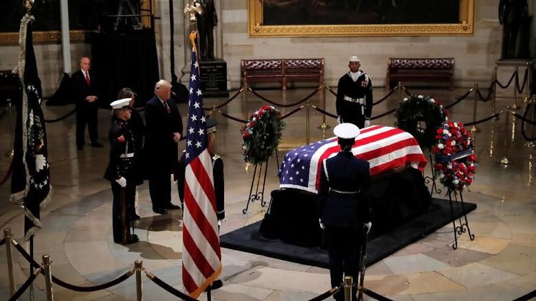 Bush Senior Dimakamkan Setelah Penghormatan 4 Hari