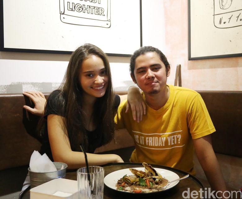 Aurora dan Aliando jadi sering makan bareng setelah terlibat dalam satu film. Foto: Ismail/detikFoto