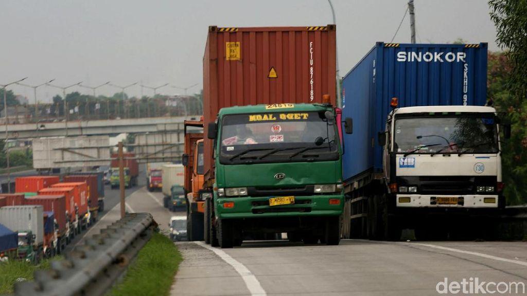 Truk Angkut Barang Ekspor-Impor Tetap Bisa Jalan Selama Nataru