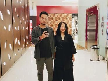 Kompakan outfit pas kencan sama pacar seperti Astrid? Seru juga lho. (Foto: Instagram/astridbasjar)