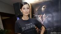 Nina Kozok mengaku stress saat main dalam film Tusuk Jelangkung di Lubang Buaya. Hal itu disebabkan karena dirinya yang sangat penakut. Foto: Palevi S/detikFoto
