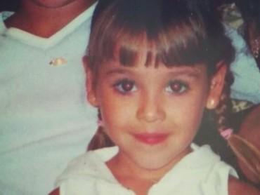 Senyum manis Danna Paola dari dulu nggak berubah ya, he-he-he. (Foto: Instagram/dannapaola)
