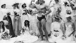 Arnold Schwarzenegger yang terkenal lewat salah satunya film Terminator memulai karier sebagai binaragawan. Seperti apa transformasinya sekarang?