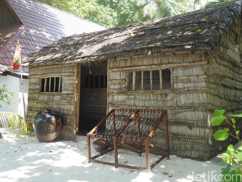 Ini dibangun agar tamu-tamu juga tahu seperti apa rumah tradisional orang Maldives, dan di dalamnya terdapat peralatan sehari-hari yang lengkap (Kurnia/detikTravel)