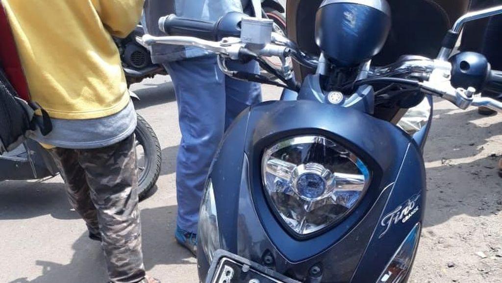 Motor Terserempet Bus di Jakut, 3 Orang Tewas