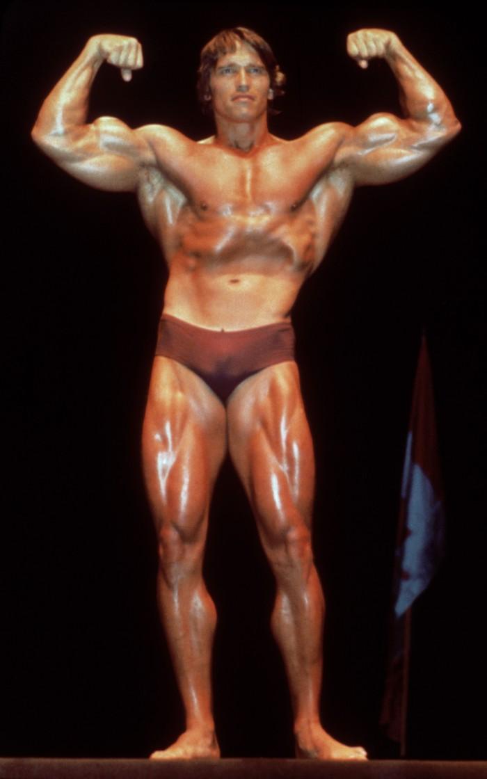 Di tahun 1980, ia memamerkan ototnya yang jadi banget. Di tahun 1997, ia pernah menjalani operasi katup jantung untuk memperbaiki cacat katup yang ia bawa sejak lahir. (Foto: Hulton Archive/Getty Images)