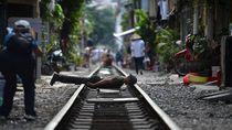 Foto: Mereka yang Bertaruh Nyawa Demi Selfie di Rel Kereta