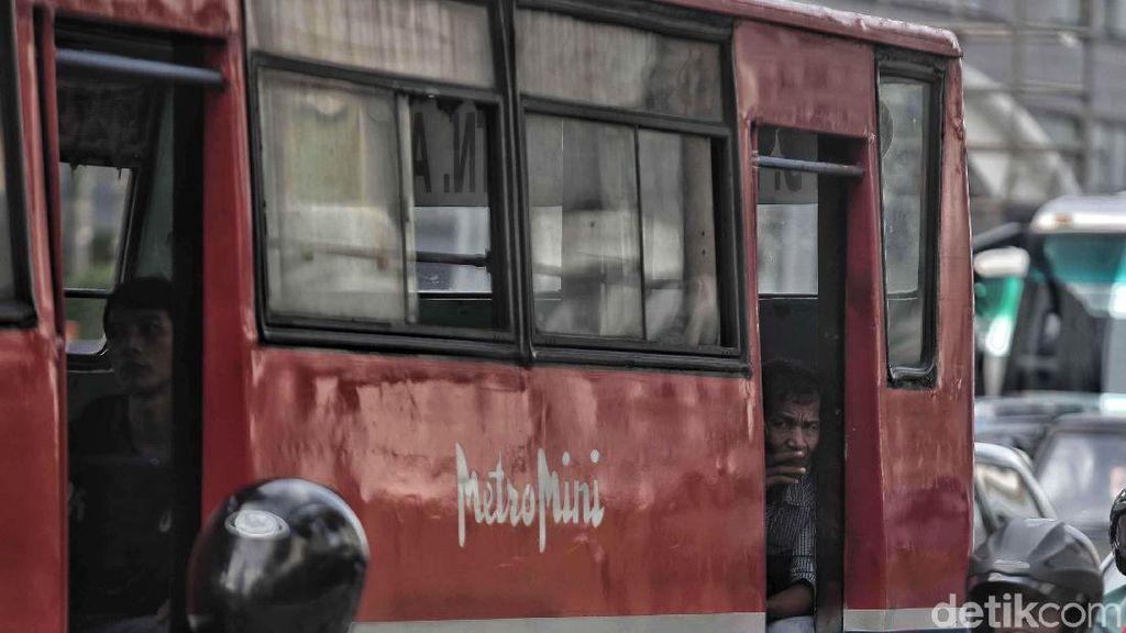 Viral Video Metromini Adang TransJakarta, Hidup Segan Mati Tak Mau