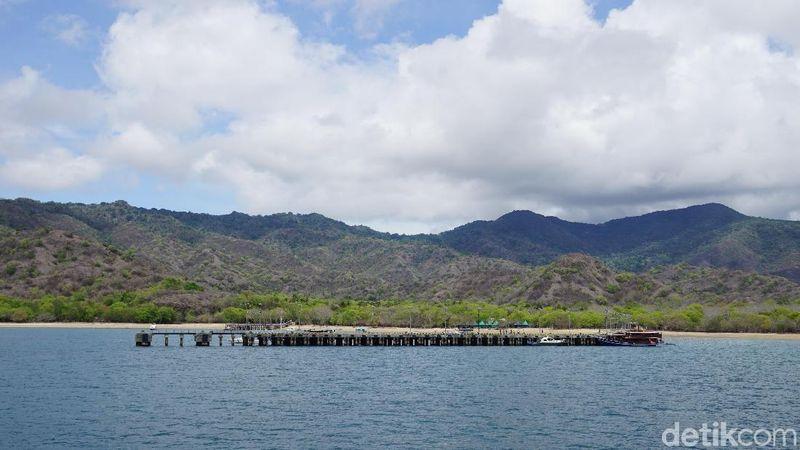 Seperti Pulau Padar, Pink Beach dan Pulau Komodo yang satu ini bisa didatangi naik KMP Komodo (Shinta/detikTravel)