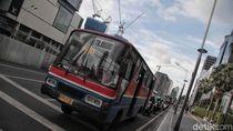 Potret Sedih Senja Kala Metromini di Jakarta