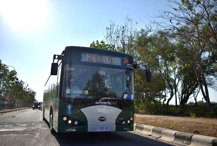 PT Bakrie & Brother Tbk (BNBR) saat ini sedang melakukan kajian dengan pemerintah Jawa Tengah untuk pengadaan bus listrik. Direktur Utama BNBR Bobby Gafur Umar menjelaskan saat ini perseroan memang sedang mengembangkan bus listrik untuk mendorong transportasi ramah lingkungan. Istimewa/Dok. BNBR.