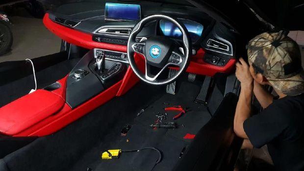 Interior BMW i8 Atta Halilintar
