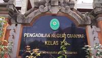 Tak Dipecat, Hakim yang Ajak Koleganya Mandi Bareng Pulang Kampung